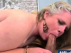 large divorced mom fucks her bald pussy