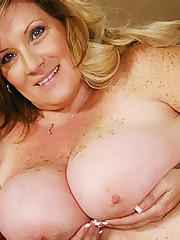 Deedra Blond BBW Nude