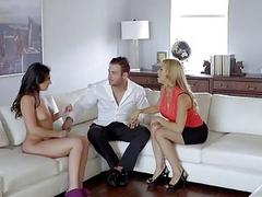 Stepmom squirts on daughter