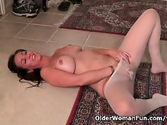 American milf Tricia Thompson needs orgasmic pleasure